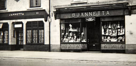 1940s POST WWII JANNETTAS SHOPFRONT cropped