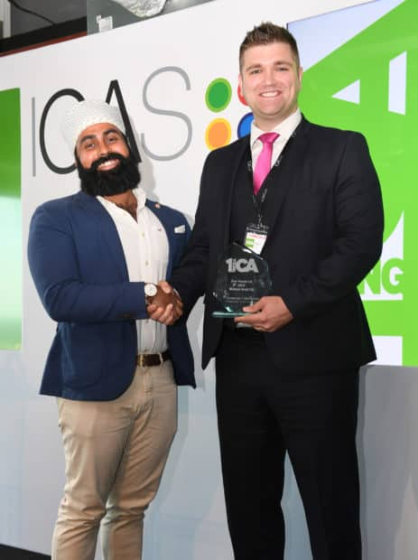 Michael Scott being presented with the award by 2015 winner Inderveer ('Indy') Hothi.